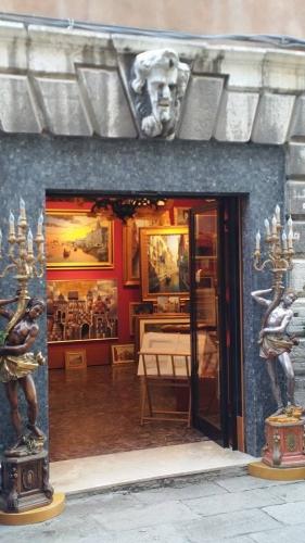 Paco - Venise - antiquaire.jpg