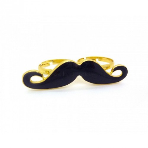 moustache, collier, bague