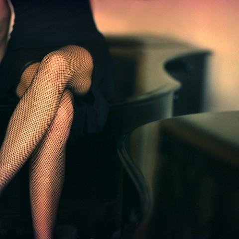 femme, piano, bas résille