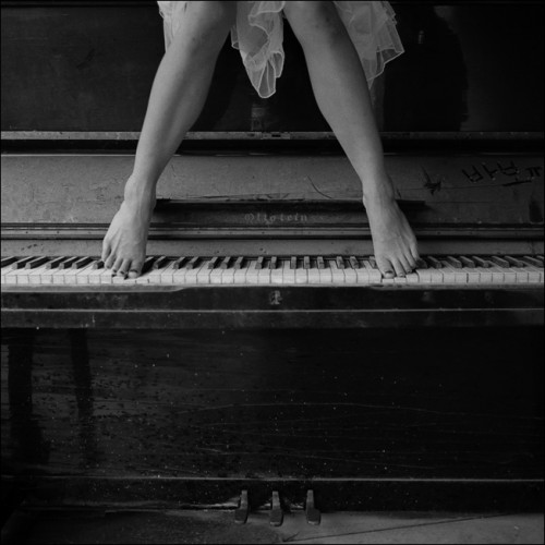 femme, piano, pieds, clavier, touches